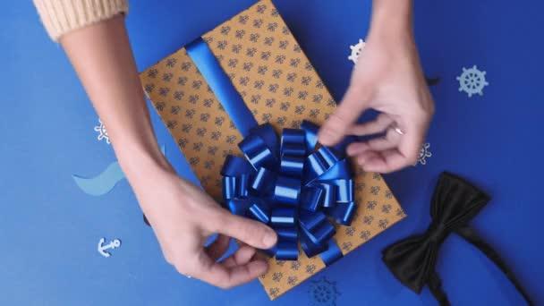 Az íj, a jelen box, a férfiak, a jelen, csomagolás ragasztás parcella dekoráció, ajándék doboz