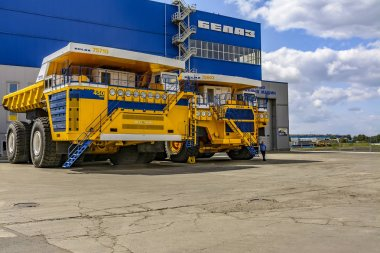 Excursion to the factory for the production of multi-ton mining trucks
