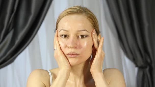 sdelala-massazh-v-dushe-video