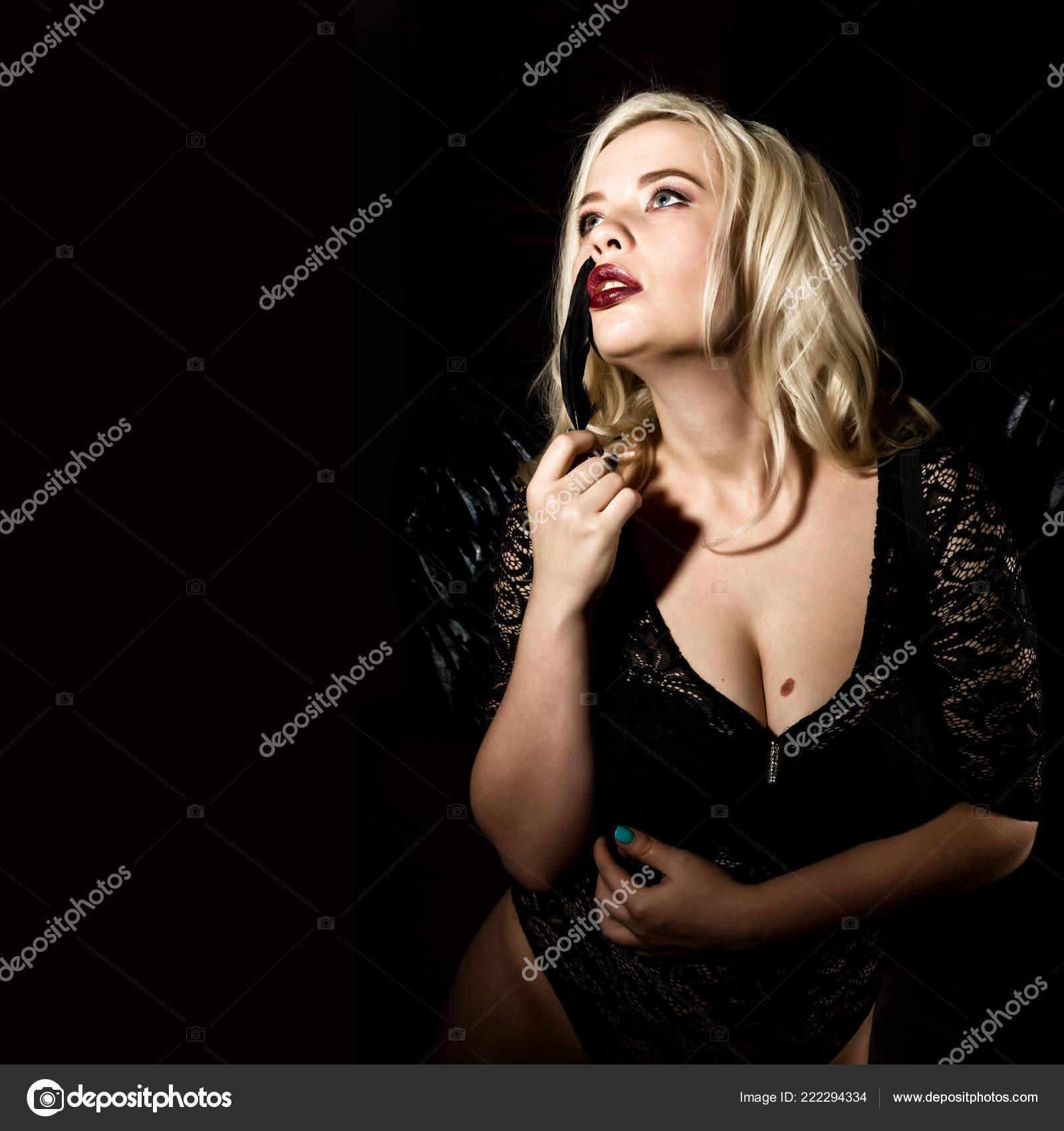 sexuální obrázky černé ženy velký blond kohout