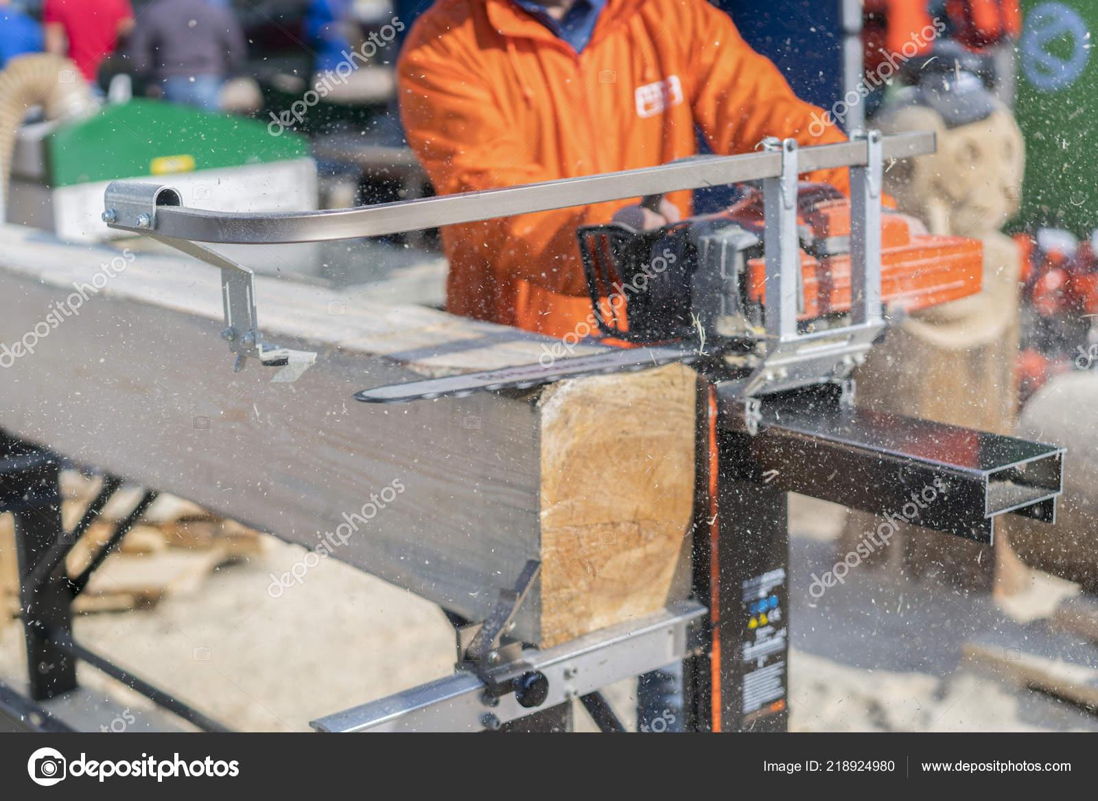 Geliebte Sägewerk Schneiden Holzscheit Mit Motorsäge Geschnitten Bauholz #RW_09