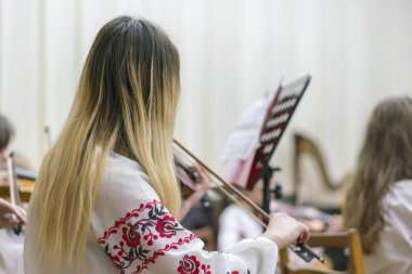 Violinist with long hair on stage.