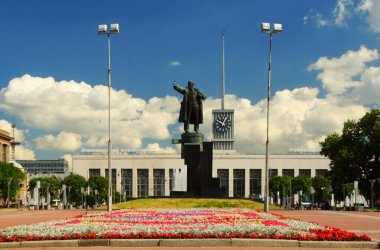 Summer day and an interesting excursion in the city, Lenin Square and Finland Station