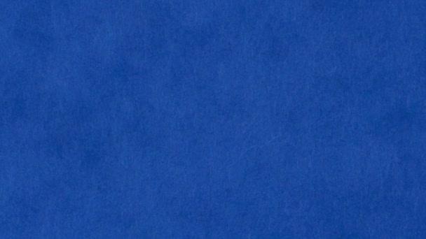 Blízká modrá kniha, pan shot