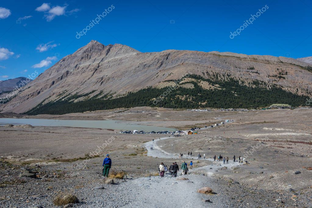 Banff National Park, Canada - Ago 15th 2017 - Tourists and locals walking to the Saskatchewan Glacier during the summer at the Banff National Park, Canada