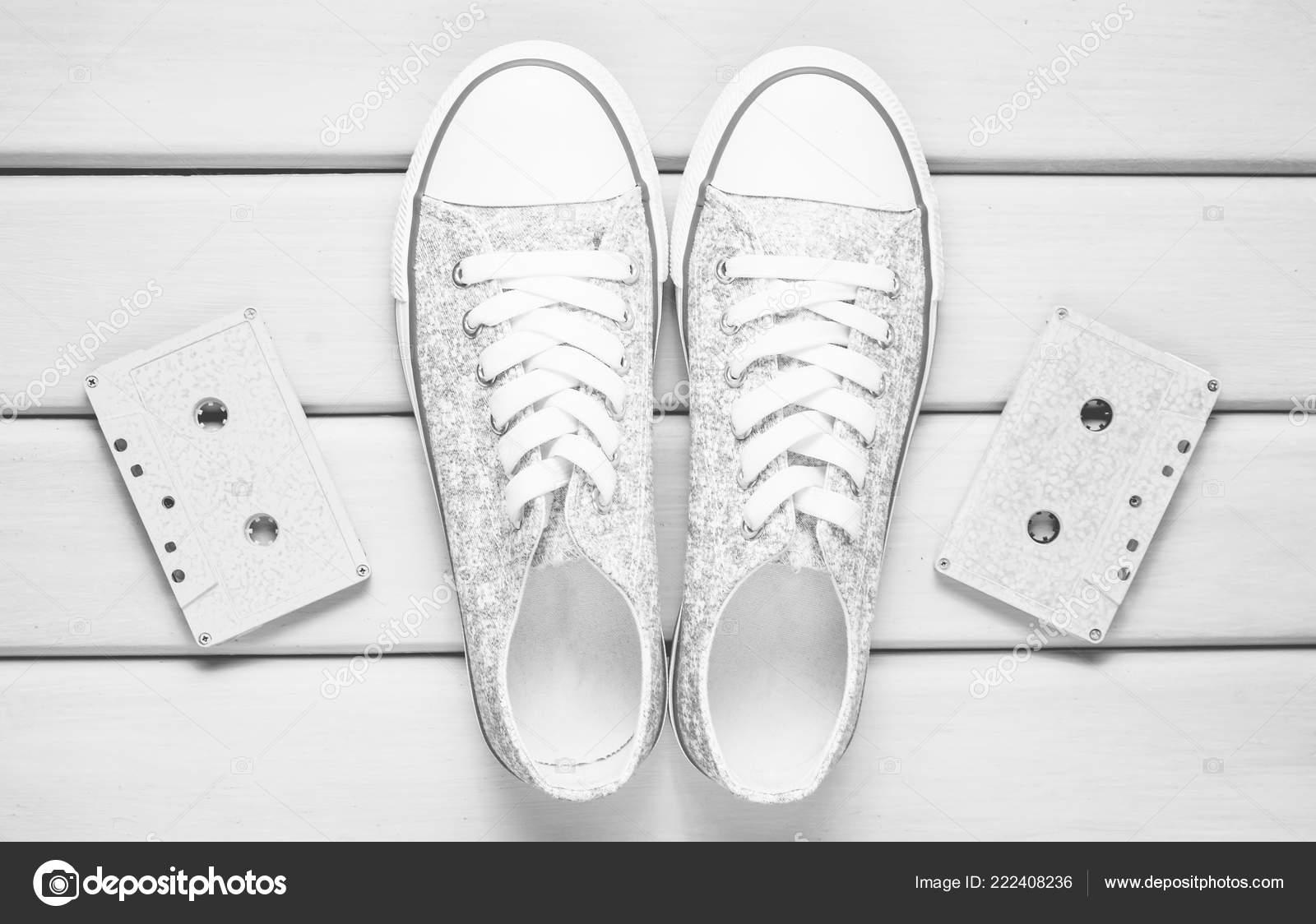 Zapatos Color Cassettes Fondo Sobre Zapatillas Morado Audio Pastel FTlJ3K1c