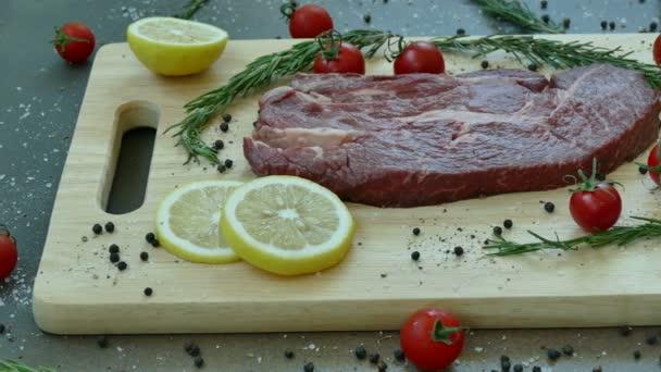 friss nyers marha steak a főzés fűszer