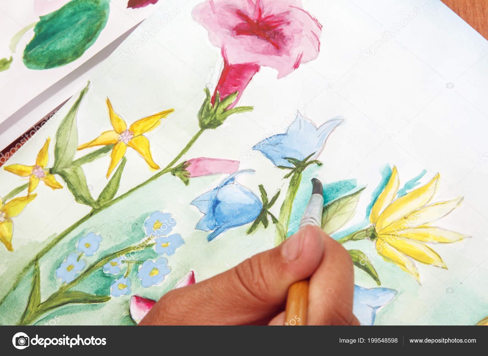 Garota Desenha Lindas Flores Silvestres Papel Branco Stock