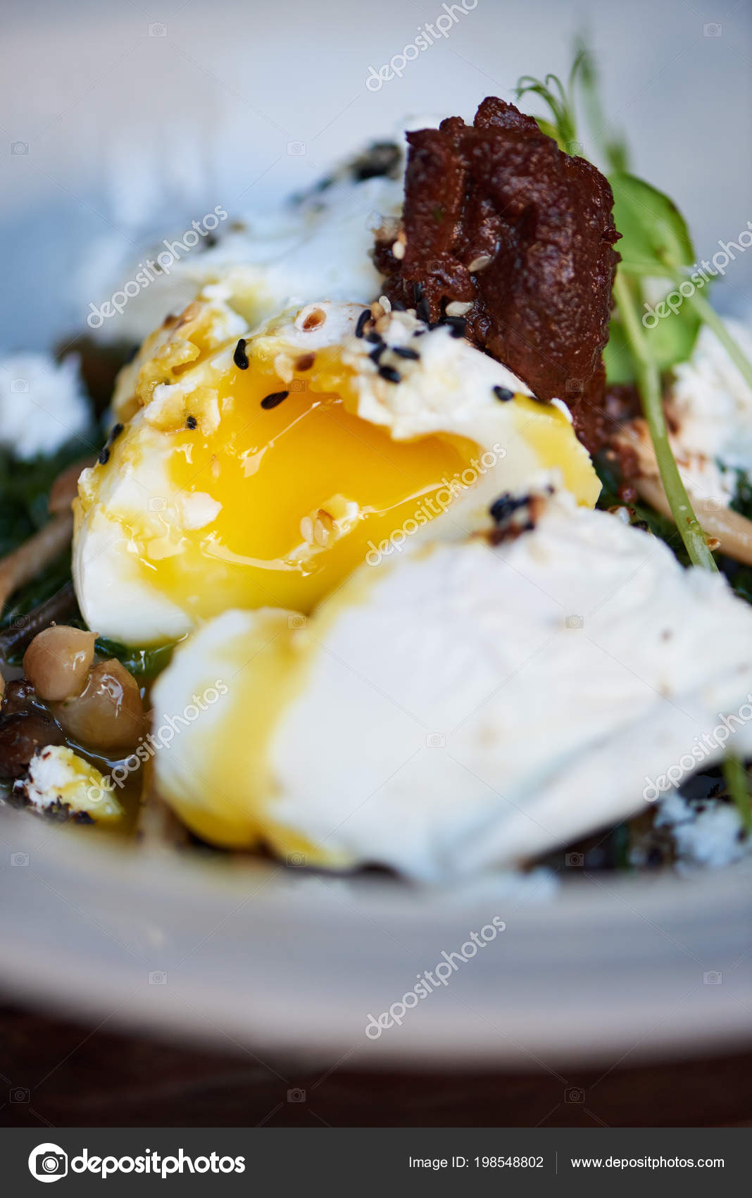 Runny yolk Stock Photos, Royalty Free Runny yolk Images | Depositphotos®