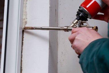 Using polyurethane foam in the installation of windows