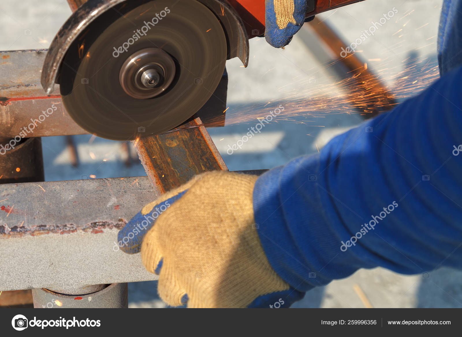 Cutting steel heavy industry by electric flex — Stock Photo