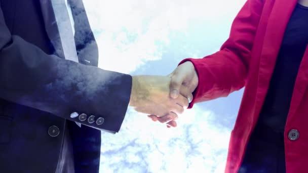 Partneři třes rukou concept s cloud rotage