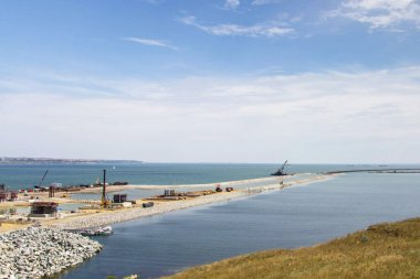 Construction of the Crimean bridge in Kerch Strait in a day