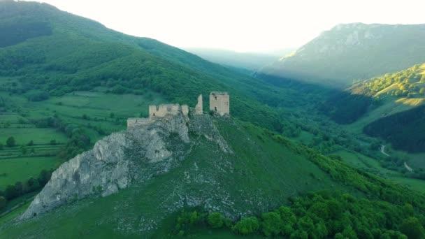 Letecký pohled na středověký hrad Coltesti, Sedmihradsko