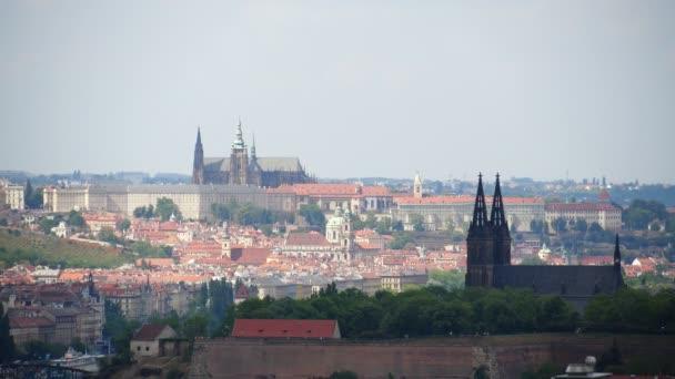 Pražský hrad v Praze, hlavním městě České republiky. Katedrála St. Vitus, Vyšehrad se zdmi. Přehled starého města