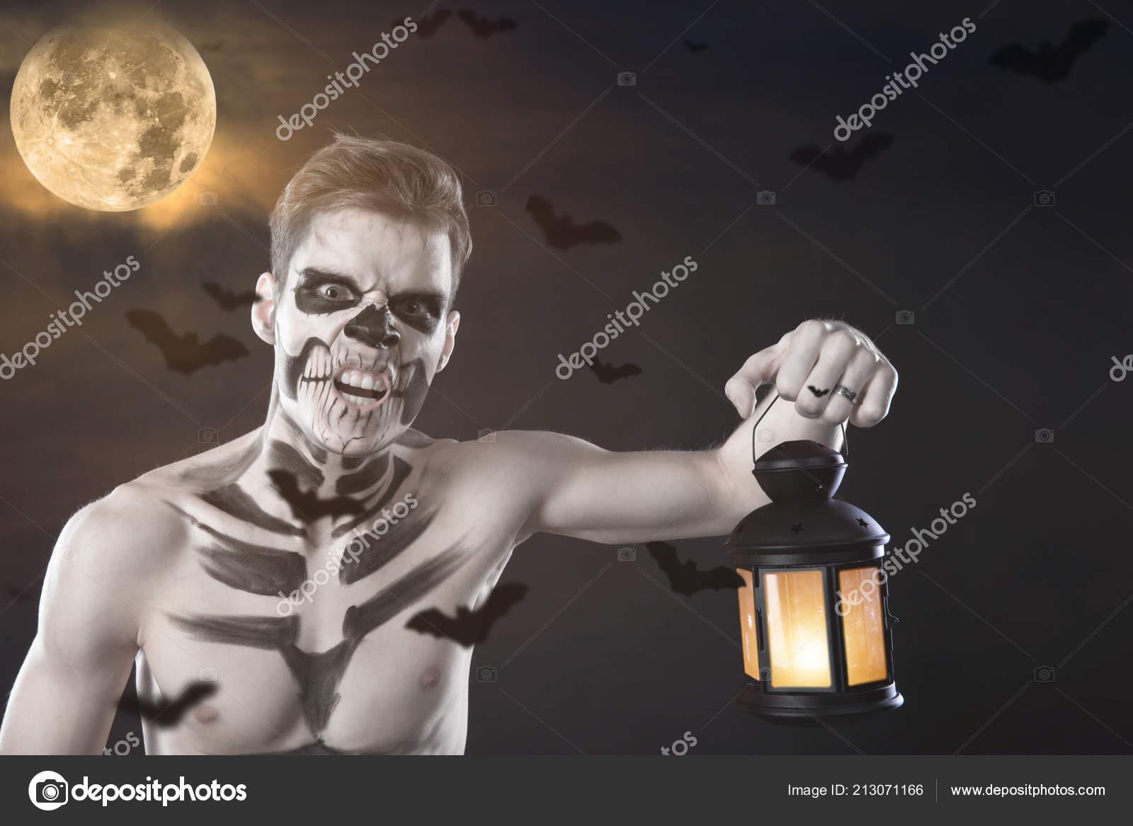 Mann Halloween Make Mit Lampe Zeichnen Einen Vampir Skelett Auf