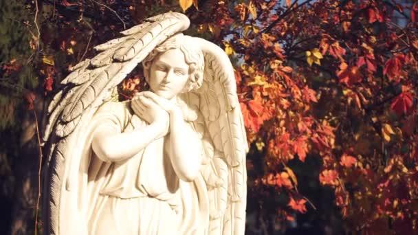 Angyal szobrokkal közelről
