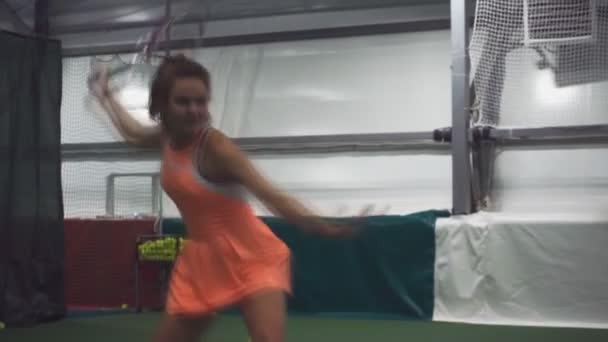 Hezký tenisový hráč vyhraje ples série