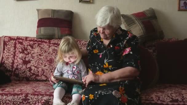 Babička s todler dívka hledá obrázky