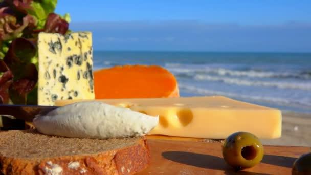 Zátiší z různých druhů sýra, Normandie