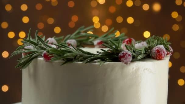 Zblízka koláč s rozmarýnem a cukru brusinky