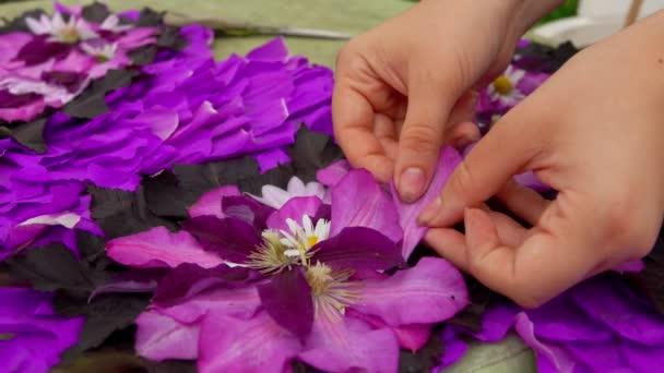 Virágárus teszi összetétele virágszirmok