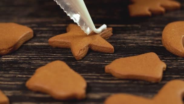 Proces, zdobení vánočního cukroví. Rodina kulinářské a tradice koncepce