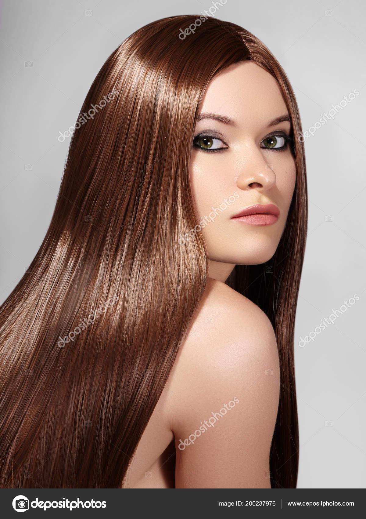 Schone Yong Frau Mit Lange Glatte Braune Haare Sexy Mode Stockfoto