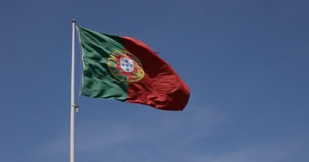 Portugália ellen, blue sky hullámzó zászlaja