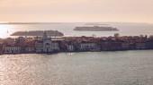 Letecký pohled na ostrově San Giorgio Maggiore, Benátky, Itálie. Kanál