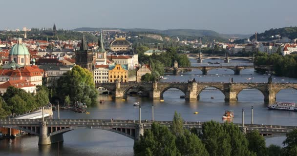 Karlův most v západu slunce světlo, Karlův most je jedním z kultovních míst v Praze. Praha, Česká republika.