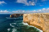 Portugalské pobřeží, útes v Atlantickém oceánu. V Sagres