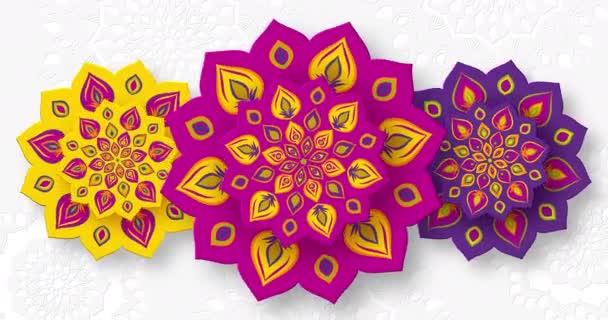Indiai Rangoli forgatása a Diwali fényfesztiválra. Élénk lila szín fehér háttér. Zökkenőmentes 4K hurok videó animáció.