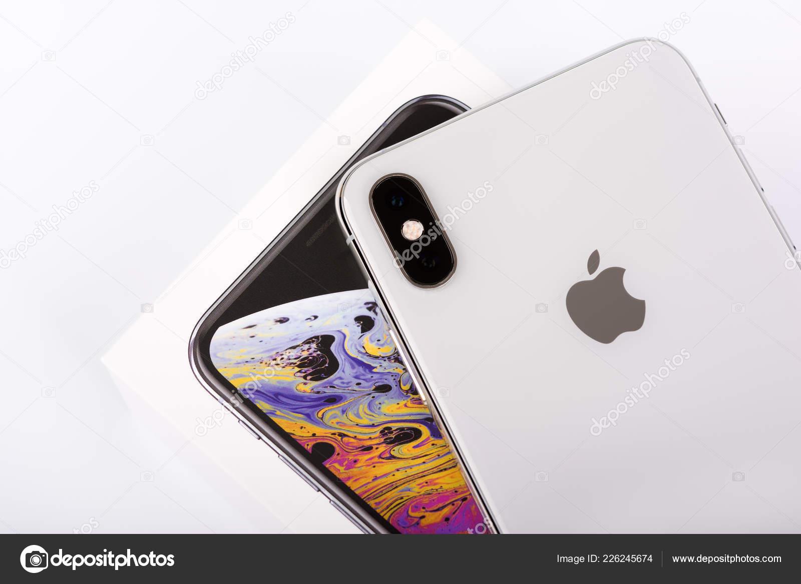 Burgas Bulgaria Novembre 2018 Apple Iphone Max Silver Sfondo Bianco