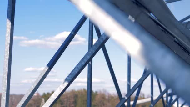 Dvě strany stavby solární panely instalované venku