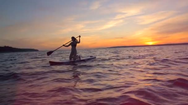 Sportswoman going on a paddleboard.