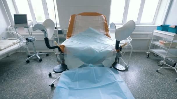 Видео гинекологическое кресло великанша порно видео