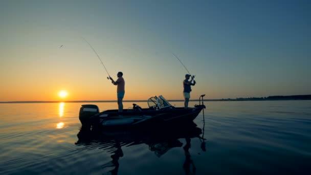 Lidé na lodi, rybaření