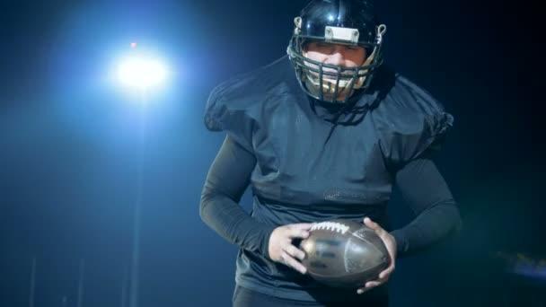 e88bce995b268 Jogador de futebol americano está se preparando para lançar a bola–  gráficos de vetor