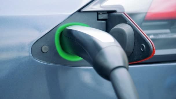 Elektrická baterie auto znovu načteny ve vložených palivového tryska