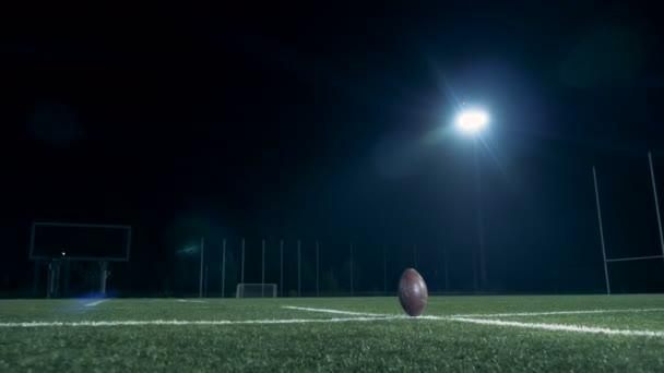 Americký fotbalista bodování cíl, pohled zezadu