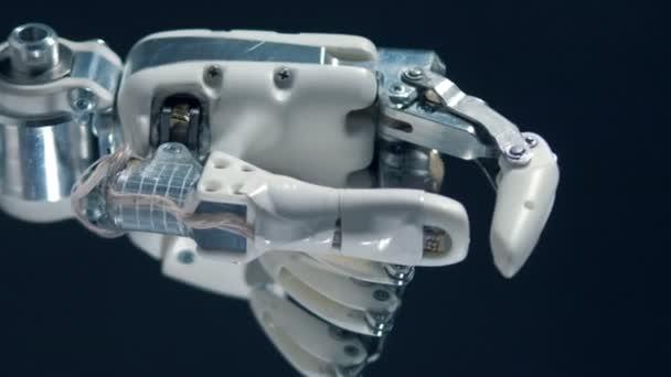Kybernetický ruka pohybuje prsty, pracovní protézy.