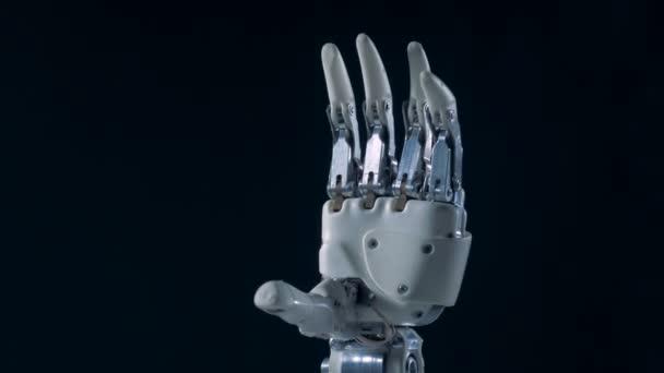 Bionická ruka, zblízka. Pravá kyborgská ruka v pohybu.