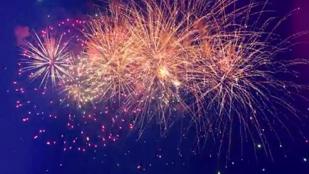 Helles Feuerwerk erhellt den Nachthimmel
