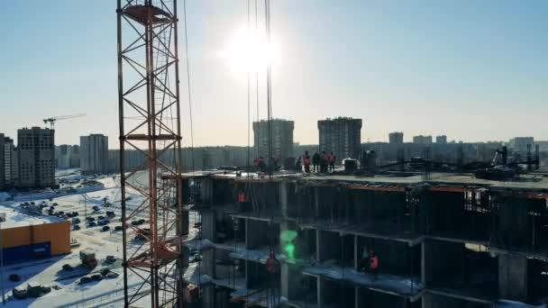 Városi táj lakóházzal, amibe építkeznek