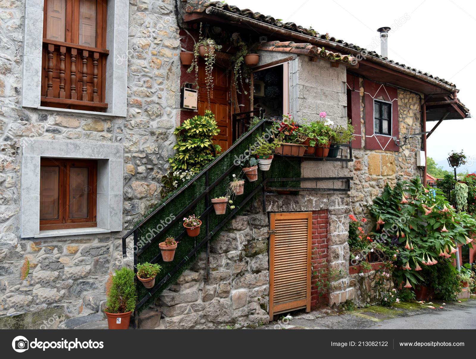 Paisaje con casas asturias espa a foto de stock eskaparate 213082122 - Casa de asturias madrid ...