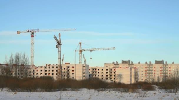 Stavební jeřáby na staveništi