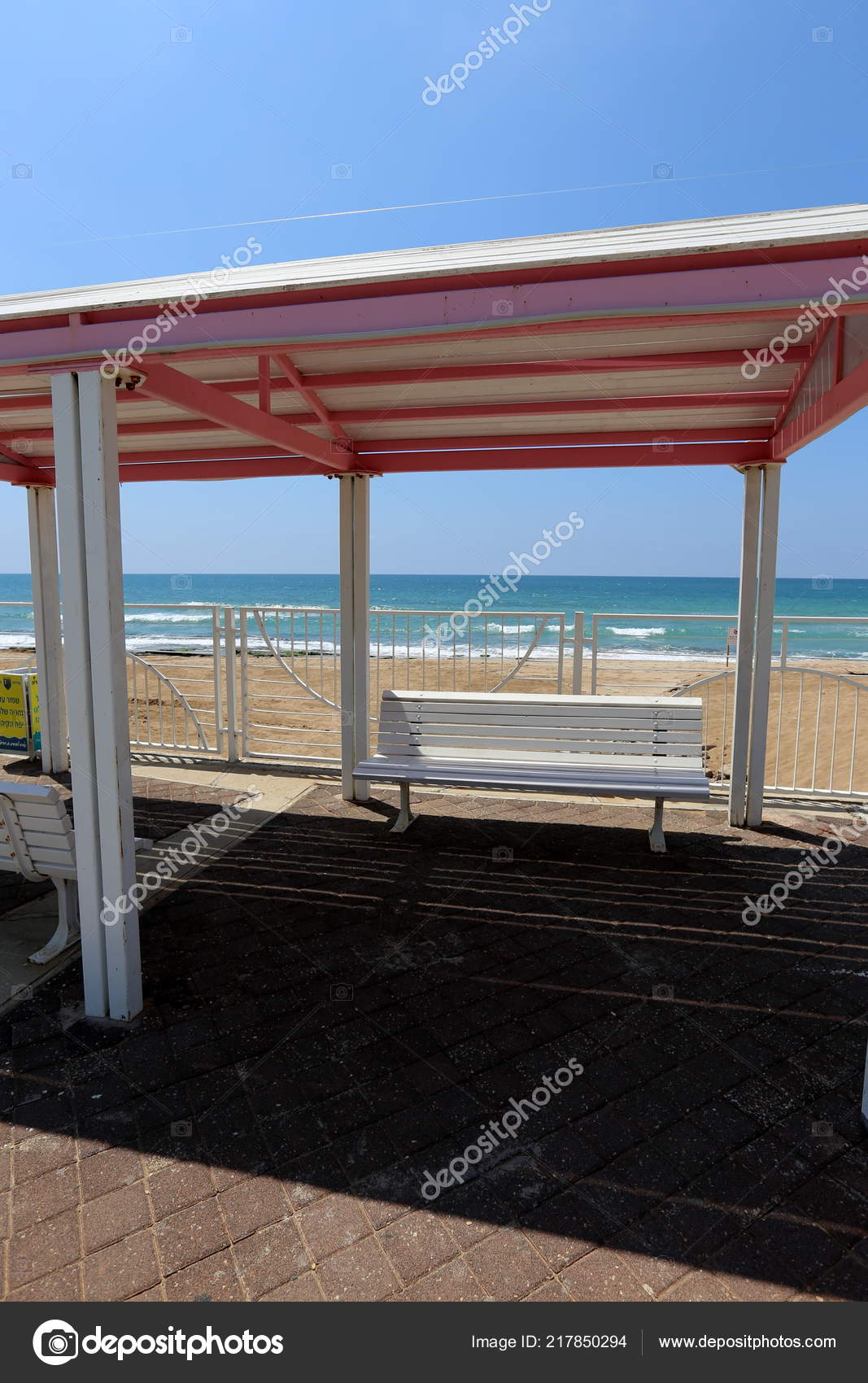 Canopy protection from the sunu0027s rays on the Mediterranean coastu2013 stock image & Canopy Protection Sun Rays Mediterranean Coast u2014 Stock Photo ...