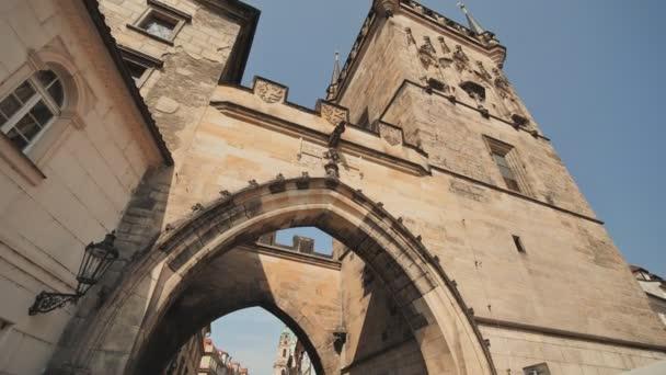 Věž na cestě na Pražský hrad. Karlův most na cestě králů, což vede k menšímu