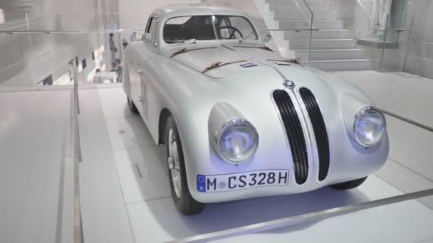 Mnichov, Německo – 5. srpna 2018: Výstava vintage a retro auta Bmw Museum a Bmw ústředí, Mnichov, Bavorsko, Německo.